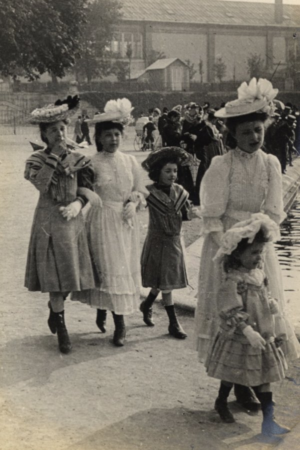 Even the children are in formal dress, learning to parade themselves elegantly through the Gardens: